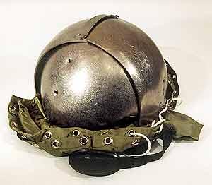 Титановый шлем-сфера, пробитый пулями патрона 7H25